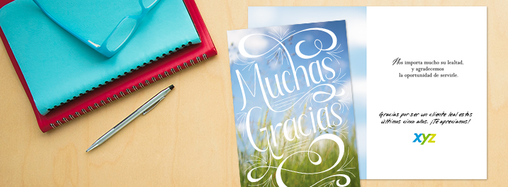 Expressive lettering and bright photography are featured on this Spanish thank you card for customers.